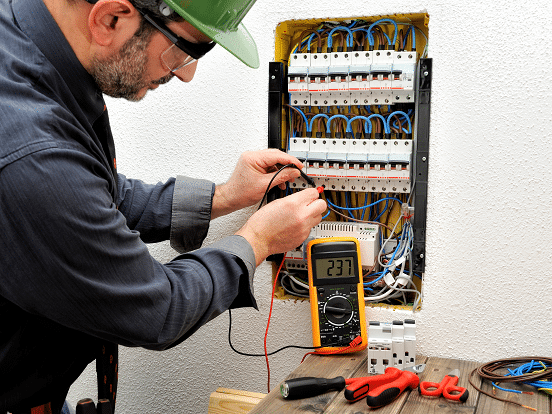 Electrician servicing